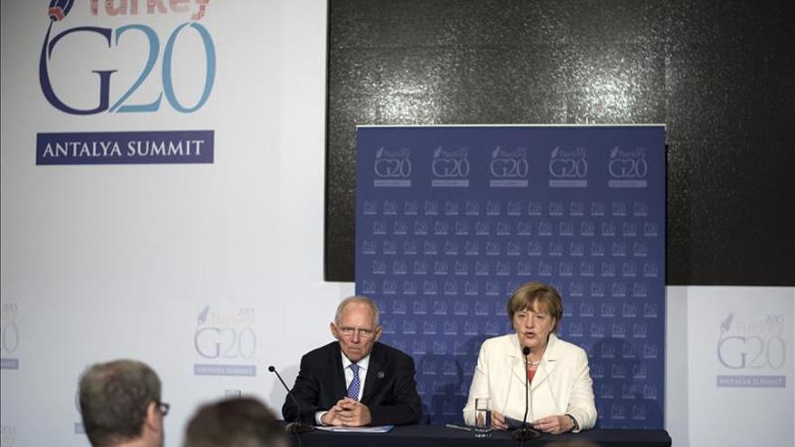 Merkel anuncia una conferencia sobre refugiados sirios en Londres en 2016
