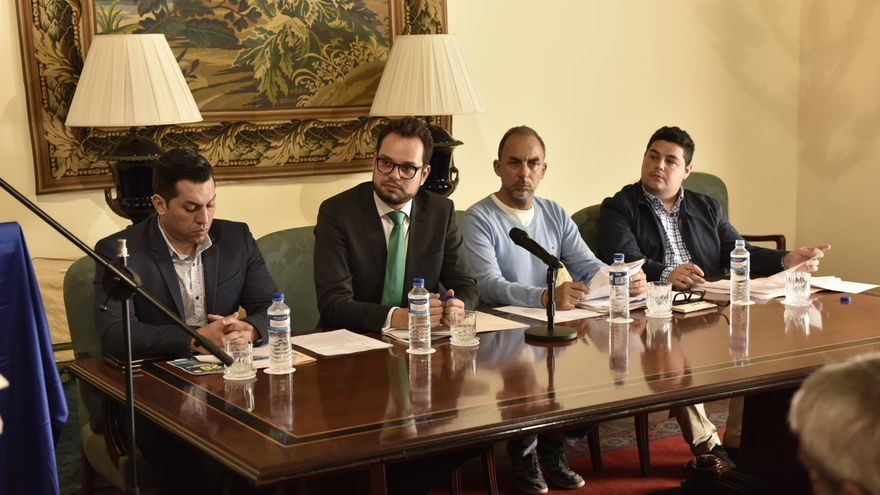 En la imagen, Jordi Pérez (segundo por la izquierda), consejero de Empleo del Cabildo, en la reciente reunión de la Mesa de Trabajo por el Empleo.