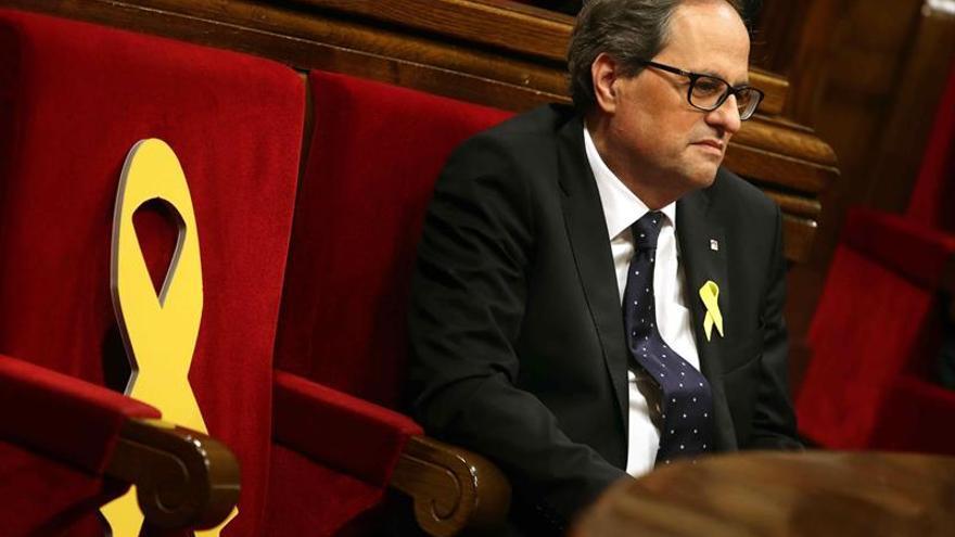 """Torra mantiene los lazos amarillos y alega """"dificultad legal"""" para acatar la JEC"""