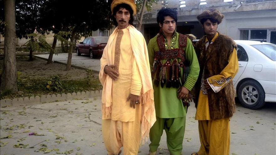 Un diseñador afgano lleva la moda a Kabul a pesar de las amenazas talibanes
