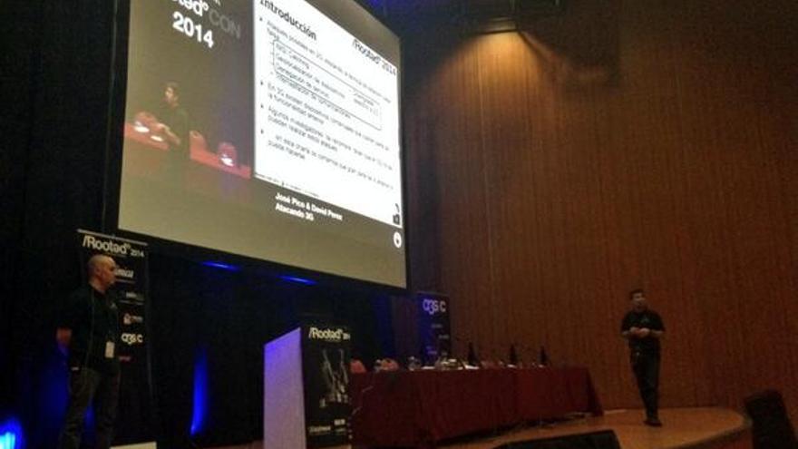 Un momento de la ponencia de Picó y Pérez en la Rooted CON 2014 (Foto: @rootedcon | Twitter)