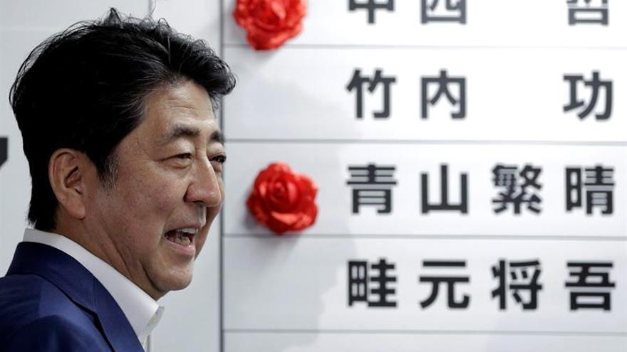 El triunfo del partido de Abe le allana el camino para reformar la Constitución