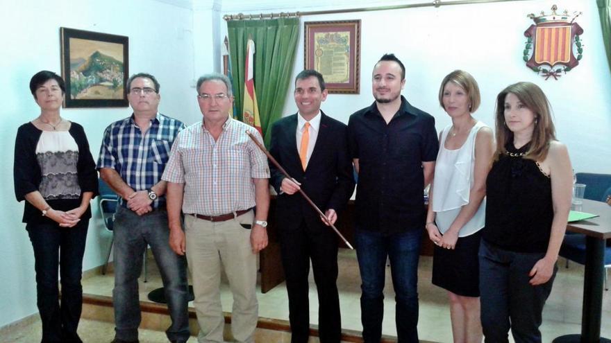 Manuel Martínez Romero junto a los miembros del equipo de gobierno de Gátova