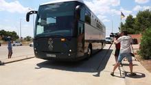 El vehículo que transportaba a Turull, Forn y Rull a su llegada a la cárcel de Zuera