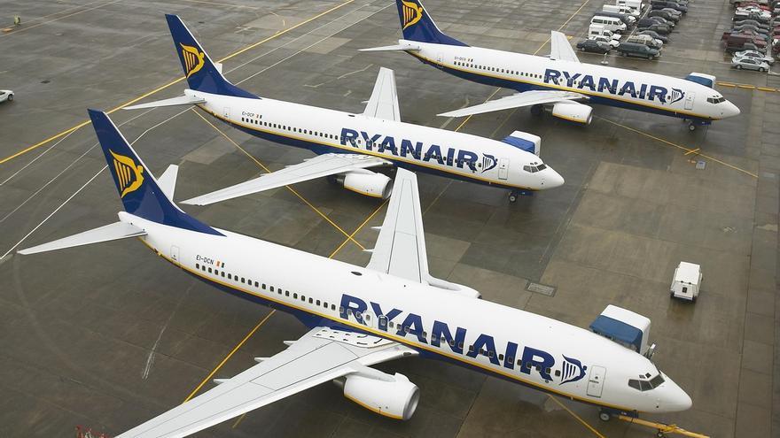 Ryanair reducirá desde noviembre la tarifa de facturación por maleta pero limitará subir con dos bultos