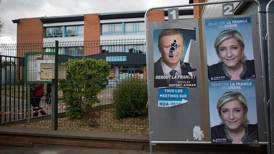 Abren los colegios en Francia para la primera vuelta de las presidenciales
