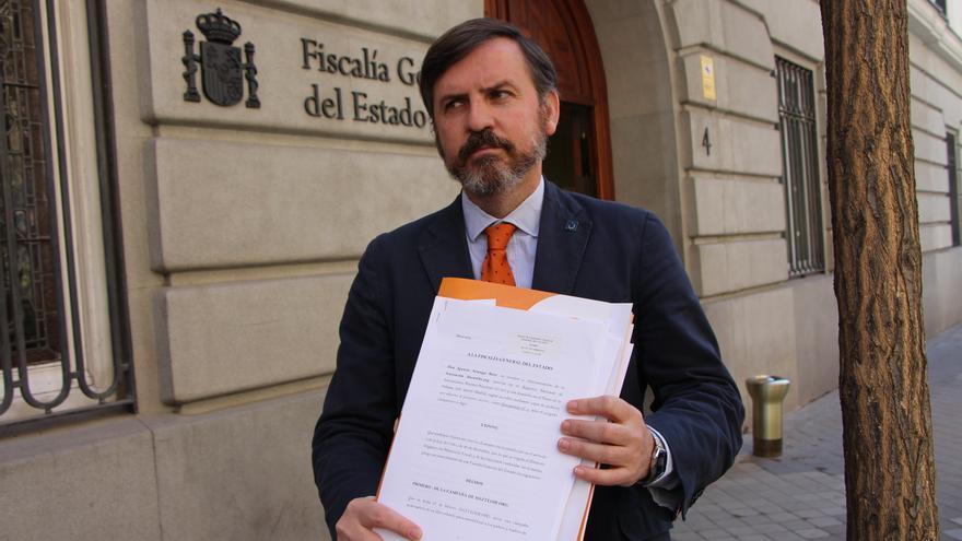 Ignacio Arsuaga, presidente de HazteOir, tras presentar una denuncia contra varios políticos.   Flickr de HazteOir
