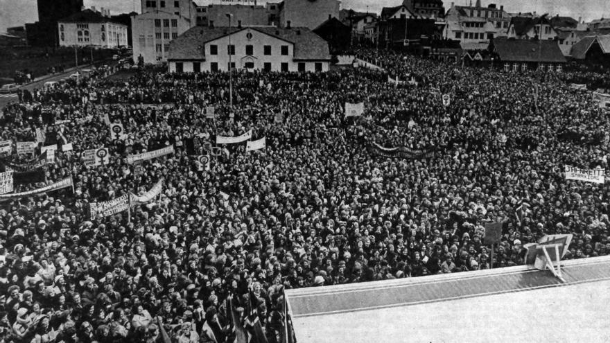 Huelga de mujeres en 1975 en Islandia.