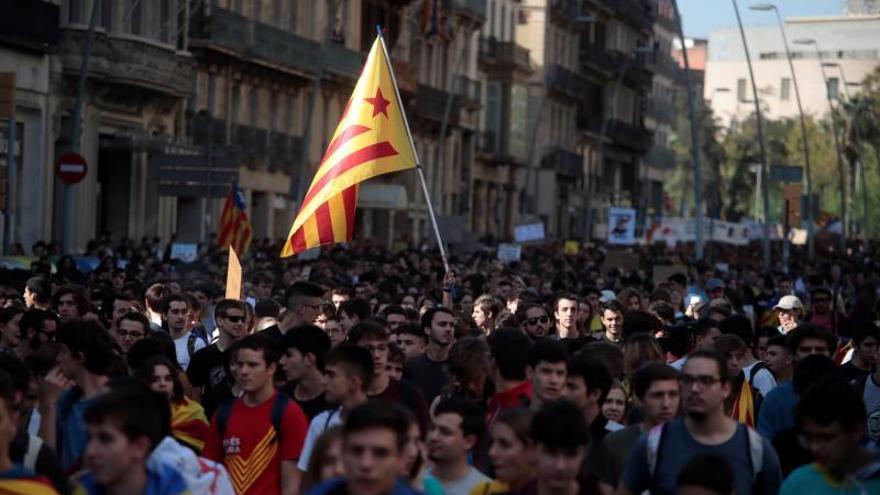 Miles de estudiantes se manifiestan en Barcelona contra la sentencia del procés