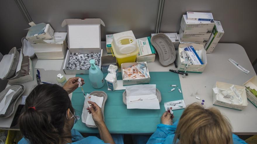 OMS homenajea a las mujeres, mayoría en la línea de frente contra la pandemia