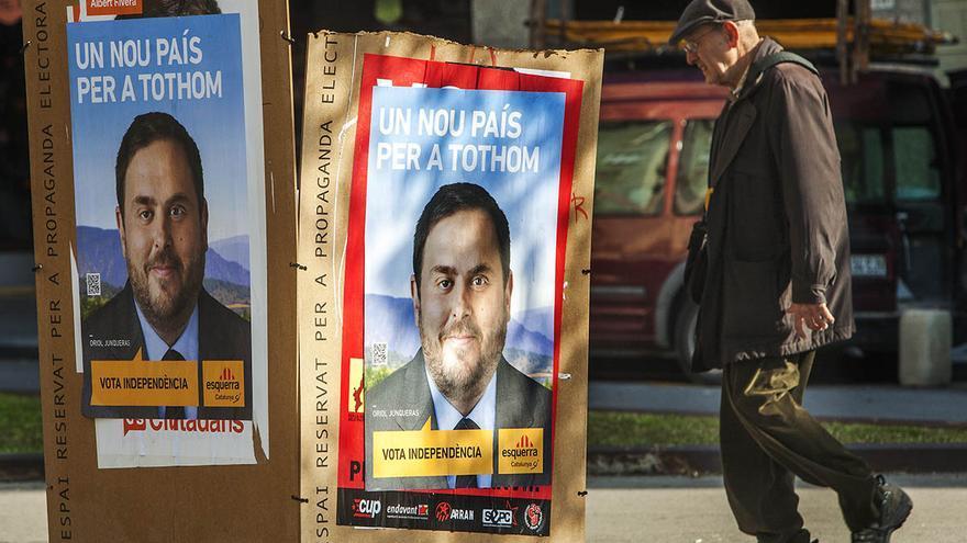 La austeridad en los partidos ha provocado una menor presencia de carteles en las calles durante la presente campaña. / Carmen Secanella