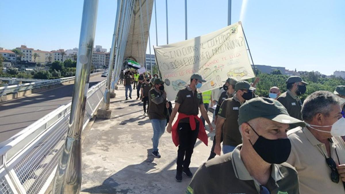 A la manifestación también han asistido varios diputados de PP, Ciudadanos y Unidas por Extremadura.