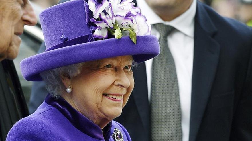 Isabel II no asiste a la tradicional misa de Navidad por un resfriado
