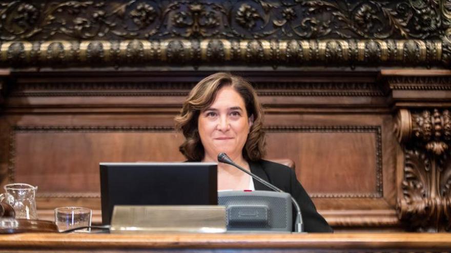 Colau y Collboni aprueban el organigrama con el apoyo de ERC, PP y Valls