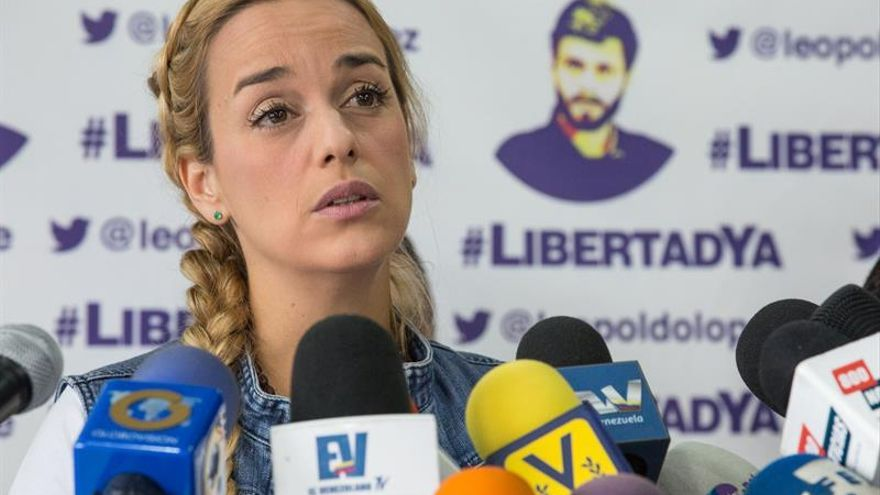 La esposa de Leopoldo López denuncia ante la Fiscalía al ministro del Interior y a Diosdado Cabello
