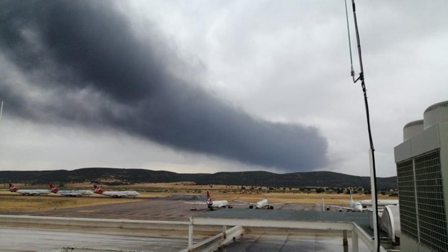 Recomiendan a los vecinos de Puertollano y Argamasilla que cierren las ventanas tras cambiar el viento en el incendio de Repsol