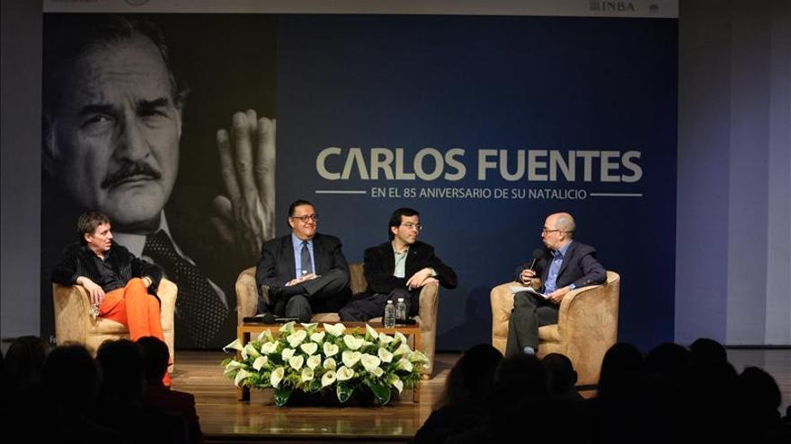 """Escritores mexicanos homenajean a Carlos Fuentes, la voz latina """"más sensata"""""""