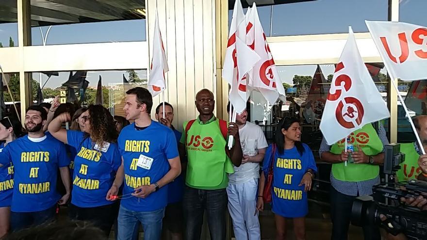 Protesta de empleados de Ryanair durante la huelga del 25 de julio en el aeropuerto Adolfo Suárez-Barajas.