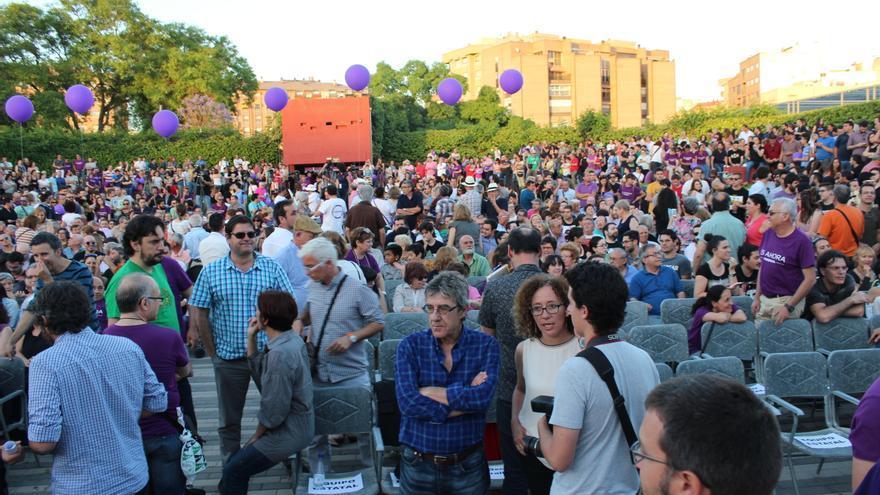 El púlbico asistente al acto de Podemos, antes de que diera comienzo / PSS