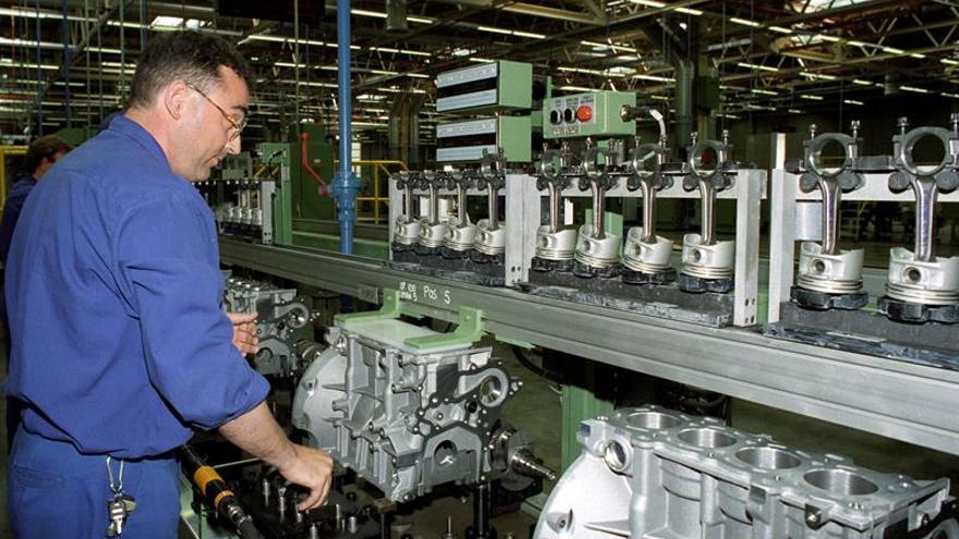 Ford y UGT cierran un acuerdo que mantiene empleos en la planta de Almusafes