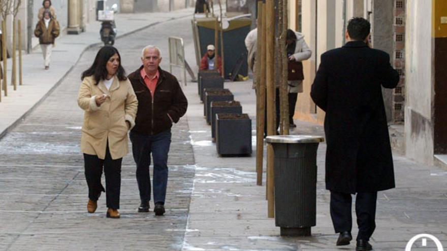 Cordobeses, paseando por una calle de la ciudad | MADERO CUBERO