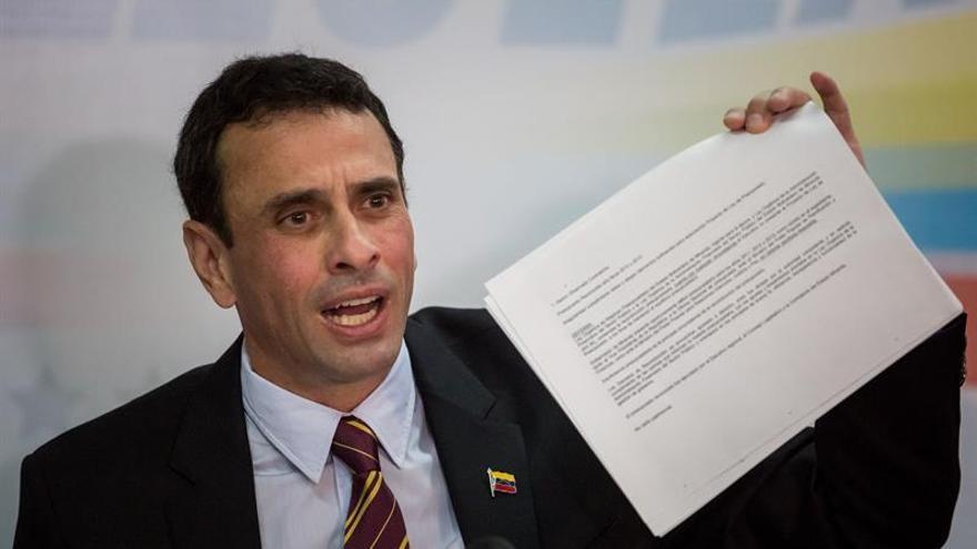 """Contraloría venezolana dice que Capriles tiene la """"responsabilidad"""" administrativa"""