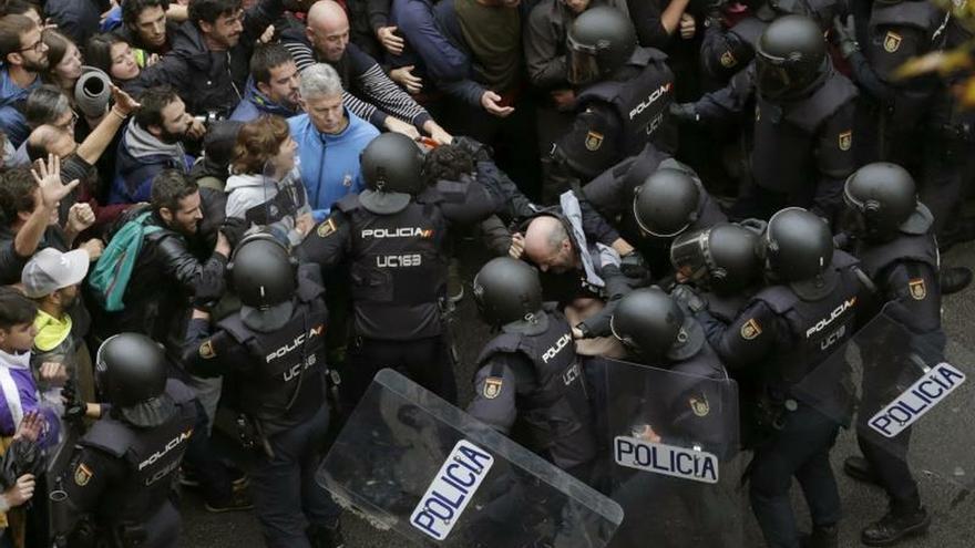 Actuación policial en el colegio Ramon Llull