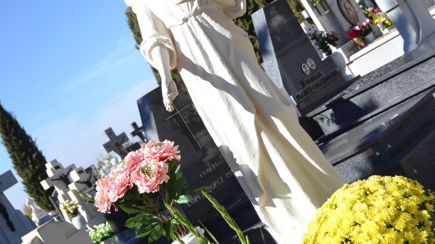El primer cementerio civil de España, en mitad de la Mancha: el patrimonio histórico y arquitectónico de la muerte