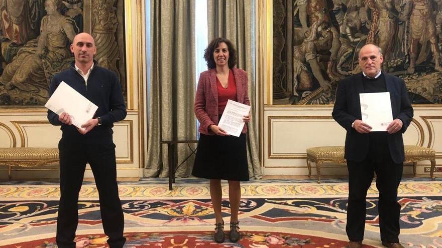 La presidenta del Consejo Superior de Deportes, Irene Lozano, junto a Luis Rubiales y Javier Tebas.