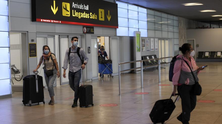 Pasajeros eligen las Islas Baleares, Madrid y Barcelona como principales destinos turísticos en España..