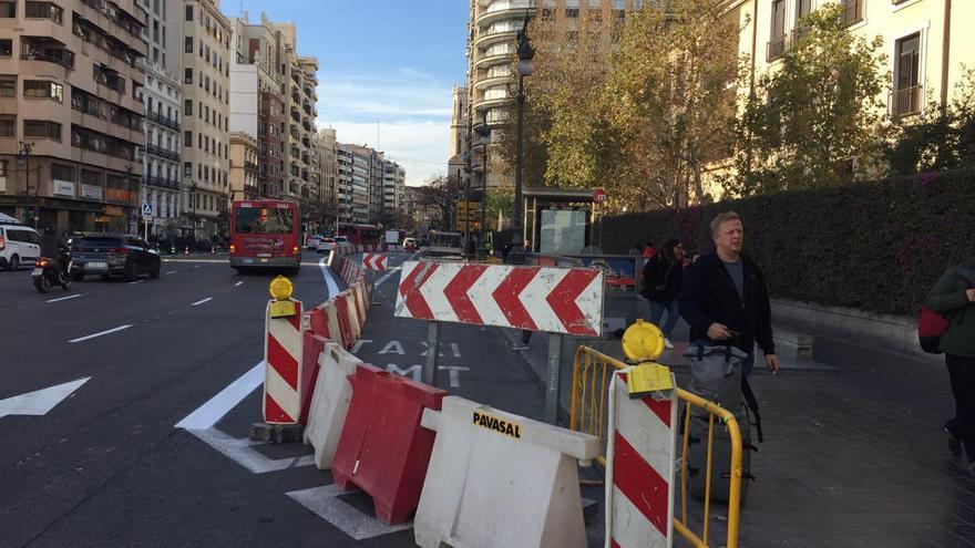 Vallado habilitado en la calle Xàtiva para ejecutar las obras del intercambiador de la EMT