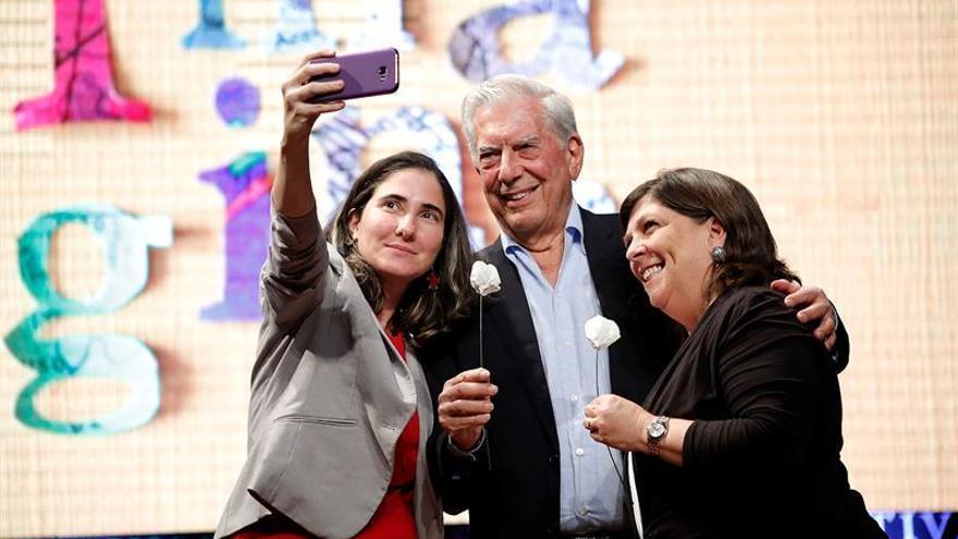 """Vargas Llosa afirma que la democracia de Perú es """"profundamente corrupta"""""""