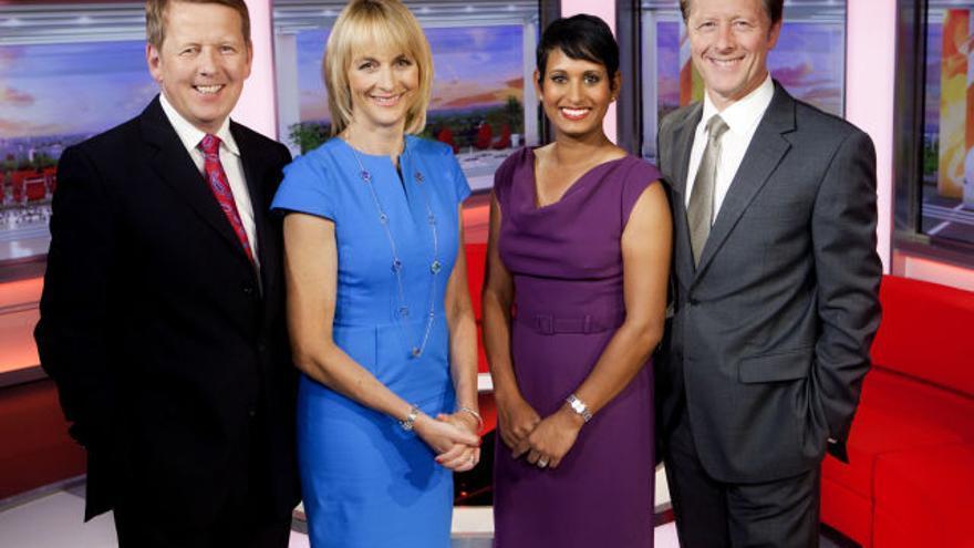 Equipo del magazine informativo matinal de la BBC, en el que trabaja la periodista británica de origen indio Naga Munchetti (con vestido morado)