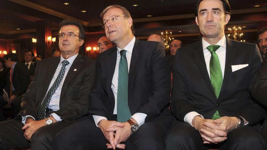 El empresario José Luis Ulibarri, el alcalde de León, Antonio Silván; y el consejero de Fomento de Castilla y León, Juan Carlos Suárez-Quiñones