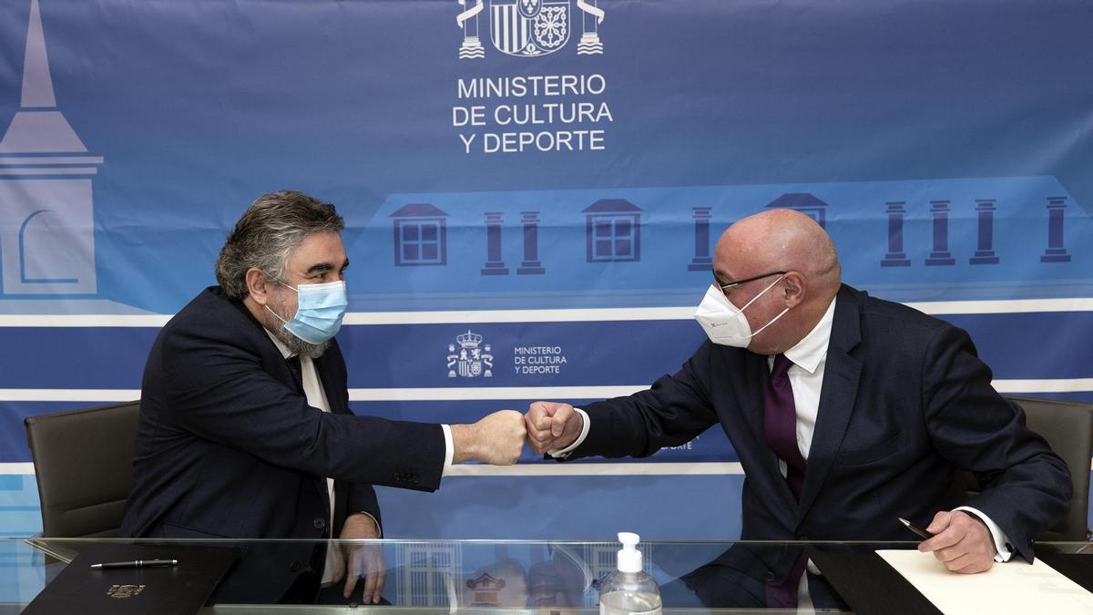José Manuel Rodríguez Uribes, ministro de Cultura, y Daniel Fernández, presidente de CEDRO