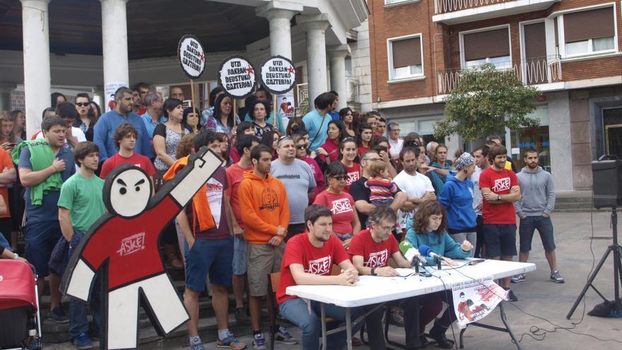 'Grebalariak aske!' ofrece una rueda de prensa para denunciar las sentencias contra Jon Telletxea y Urtzi Martínez.