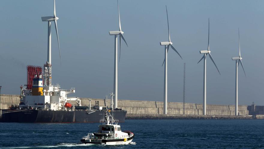 Un miniparque eólico ubicado en el Puerto de Bilbao./EDN