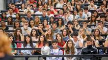 Estudiantes en una aula universitaria