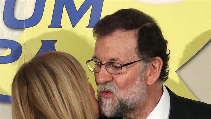 Rajoy pide a Sánchez moderación y asegura que buscará el entendimiento con él