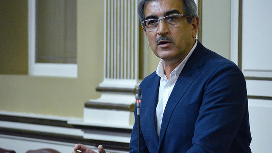 Román Rodríguez, en un pleno del Parlamento de Canarias
