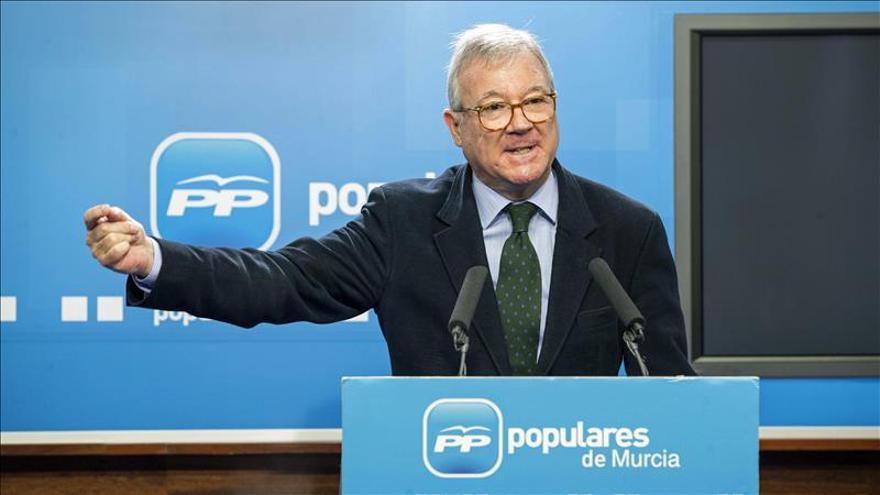 """Valcárcel anima a votar y decidir entre """"gobierno sólido o el cambio"""""""