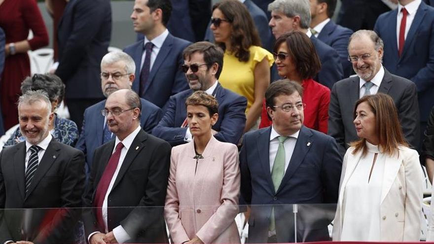 El presidente de la Junta de Extremadura, Guillermo Fernández Vara, ha asistido este sábado en Madrid al acto solemne de homenaje a la Bandera Nacional y Desfile Militar, con motivo del Día de la Fiesta Nacional de España