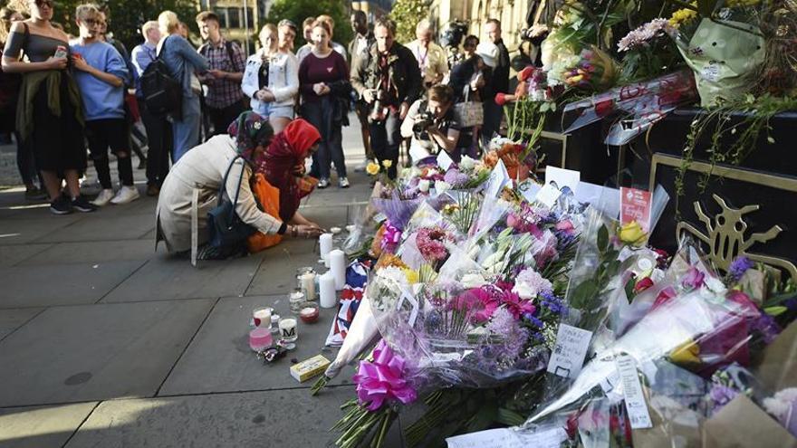 Vigilia celebrada en Manchester tras el atentado terrorista.