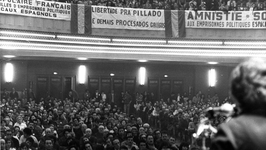Acto de solidaridad con los presos políticos españoles en la sala de la Mutualité. París, 1973 (fotografía. AHT. Fundación 1º de mayo).