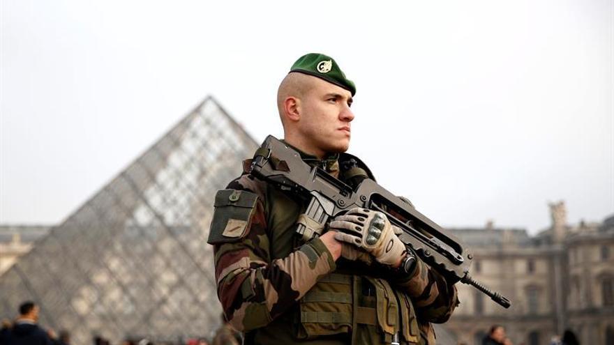 París restablece los festejos de Nochevieja pero bajo fuerte vigilancia