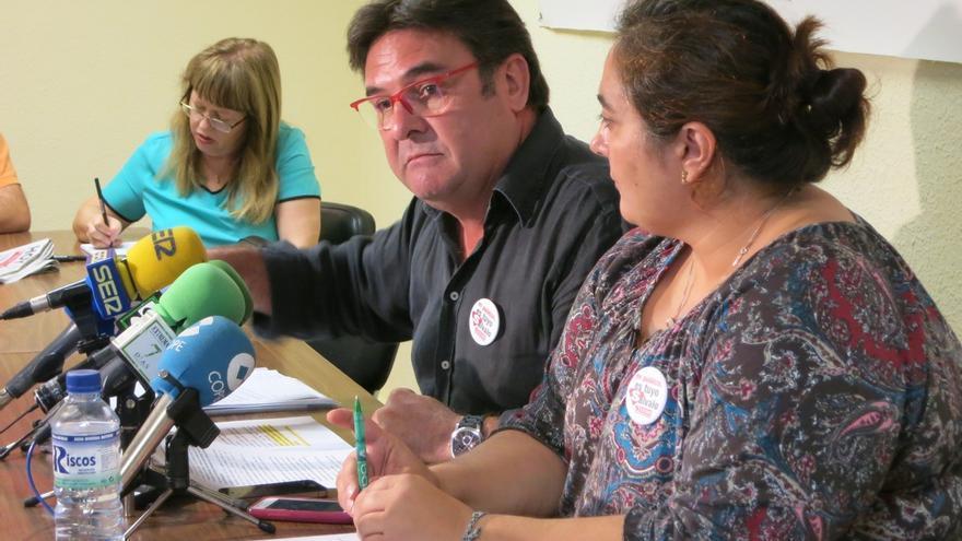 Julián Carretero y la secretaria de servicios a la ciudadanía, Marisol Salazar
