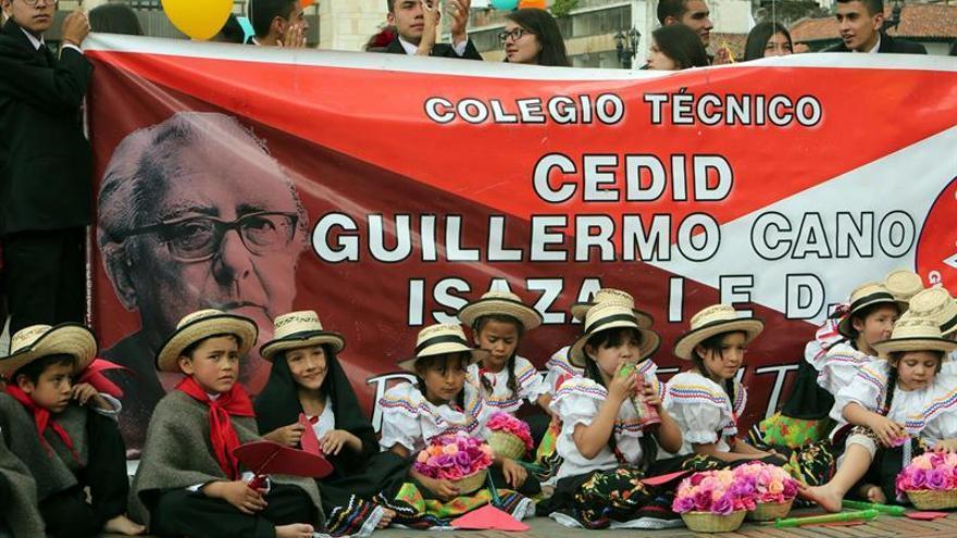 Homenajean en Bogotá al director del diario El Espectador asesinado en 1986