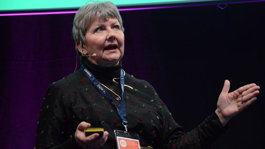 Guðrún Pétursdóttir, presidenta del comité experto, habla en una conferencia en 2013.