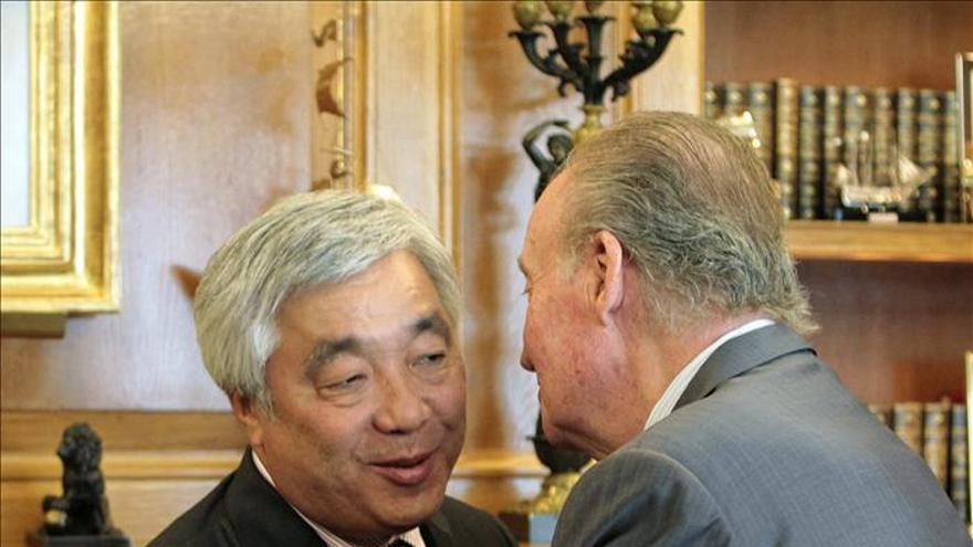 El Rey y el ministro kazajo de Exteriores examinan la cooperación económica