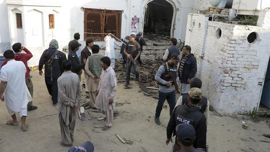 Al menos 20 muertos y 40 heridos en un atentado en un templo sufí en Pakistán